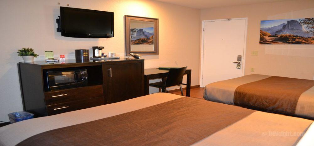 Buck Meadows Lodge: 7649 State Hwy 120, Groveland, CA