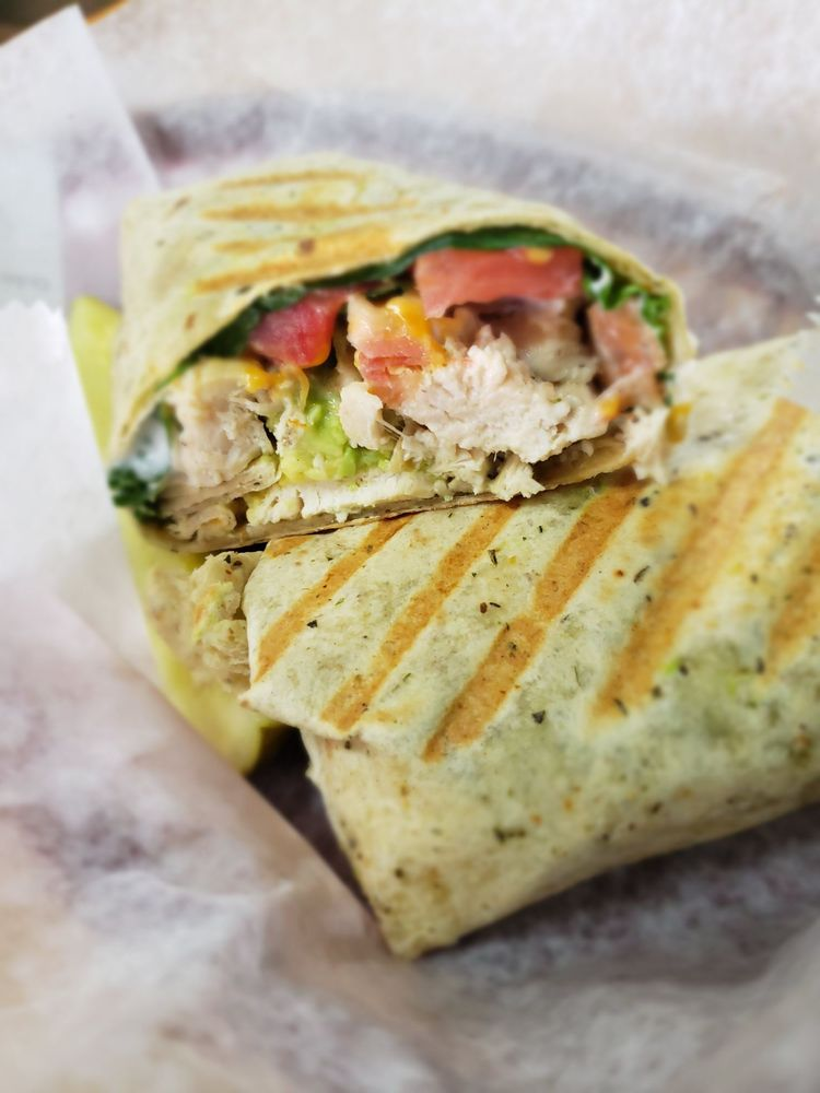 Sue Sue's Sandwich Shop: 909 N Locust Ave, Lawrenceburg, TN