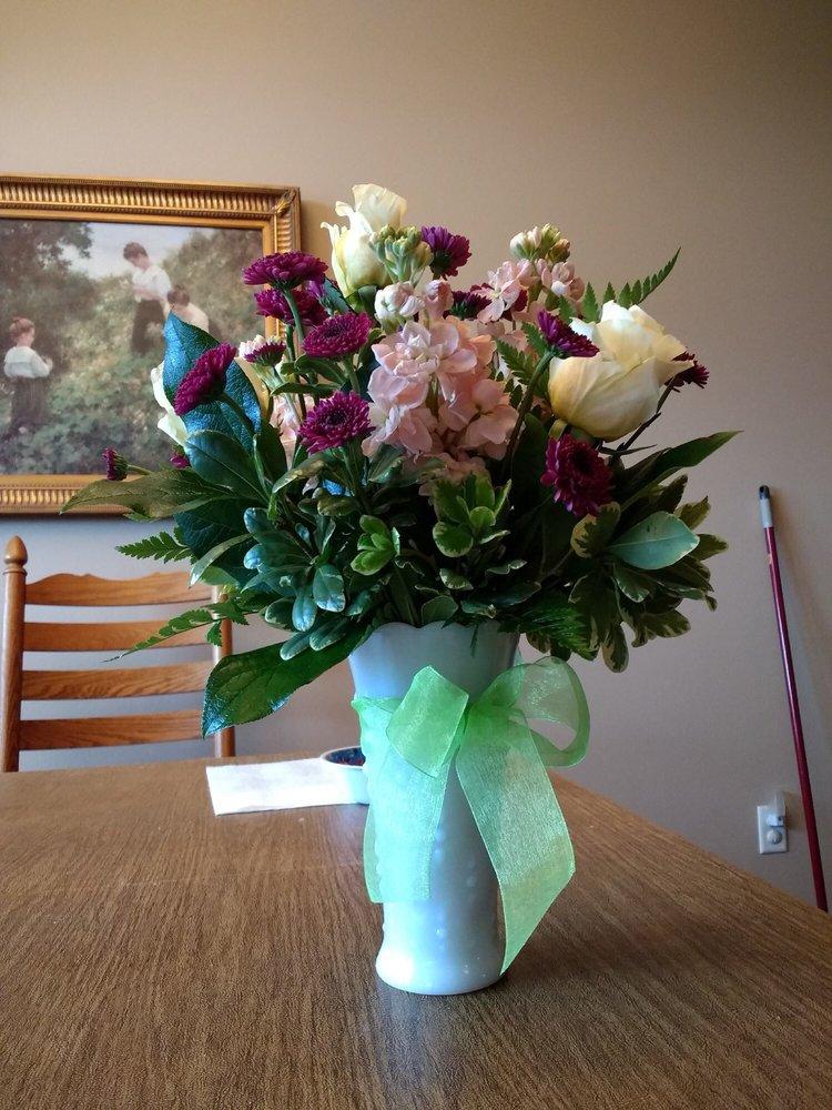 Garden Gate Floral & Design: 61 N Tremont St, Tremonton, UT
