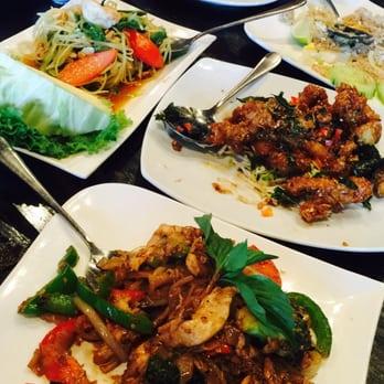 Bai tong thai restaurant order food online 955 photos 1078 photo of bai tong thai restaurant tukwila wa united states papaya salad forumfinder Choice Image