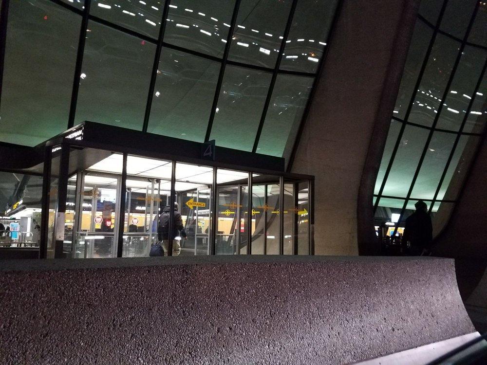 Lufthansa: 1 Saarinen Cir, Dulles, VA
