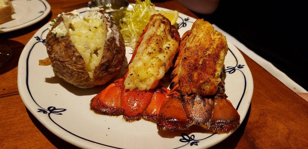 Tria Restaurant, Bar & Event Center: 5959 Centerville Rd, North Oaks, MN