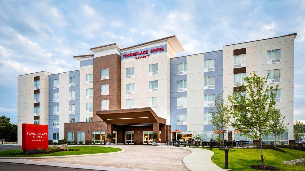 TownePlace Suites by Marriott Detroit Belleville: 46418 N I- 94 Service Dr, Belleville, MI