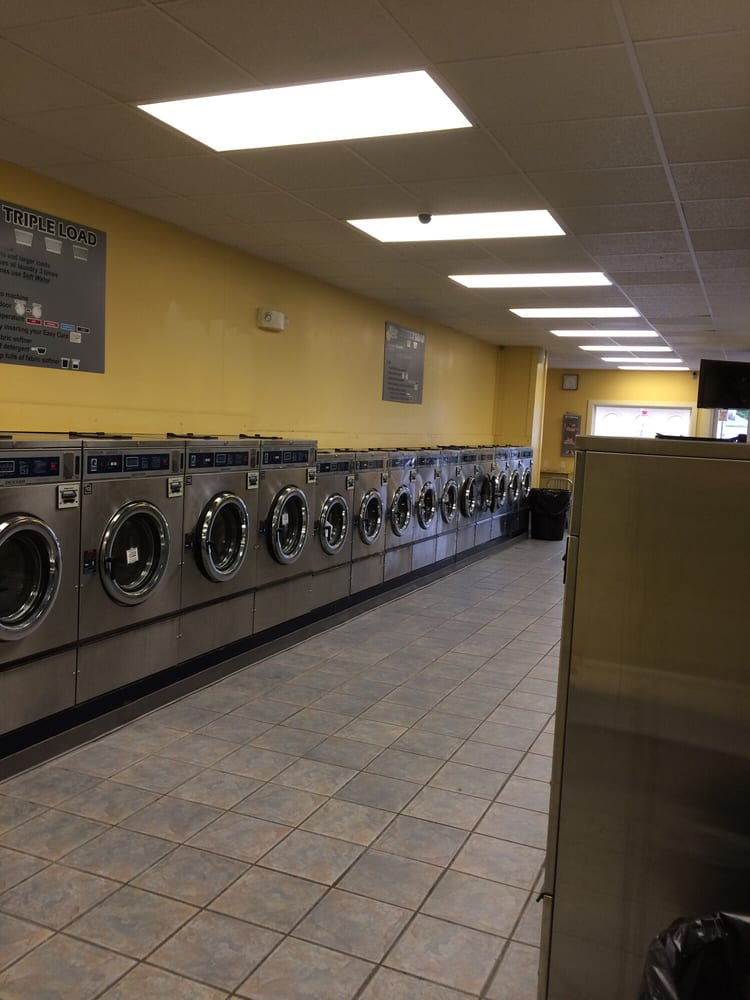 Squeaky Clean Laundry Inc: 1008 N University St, Peoria, IL