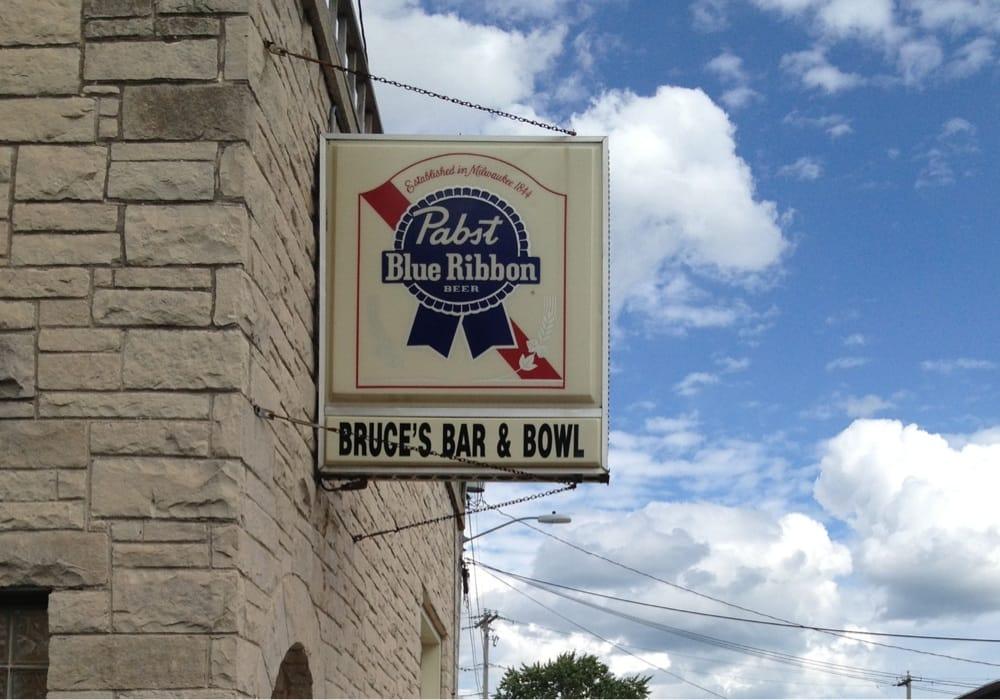 Bruce's Bar & Bowl: 114 Washington St, Valders, WI