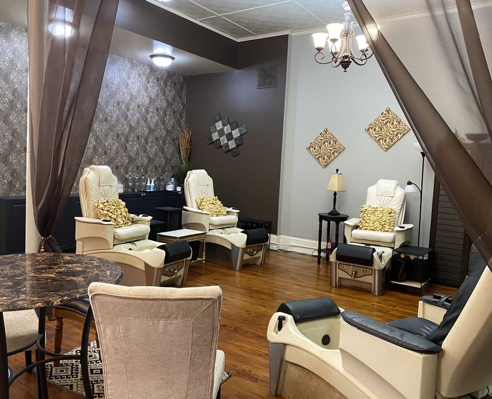 Classic Nails Boutique & Spa: 716 Lapeer Ave, Port Huron, MI