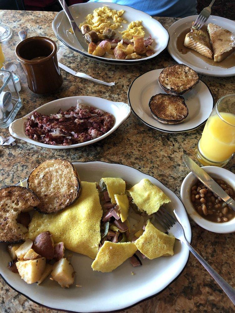 Greenside Restaurant: 360 Laconia Rd, Tilton, NH