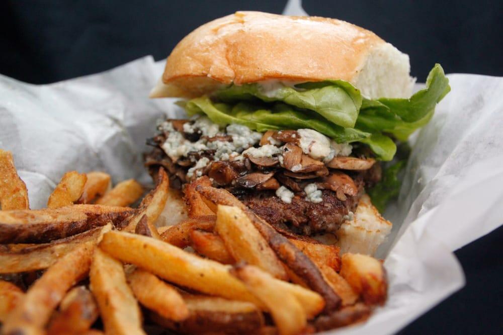 IDC Burgers: 401 S Fm 1187, Aledo, TX