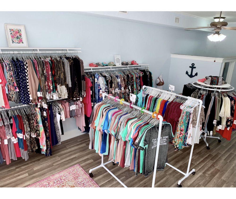Jarvis Treasures Boutique: 101 N US Hwy 1, Fort Pierce, FL