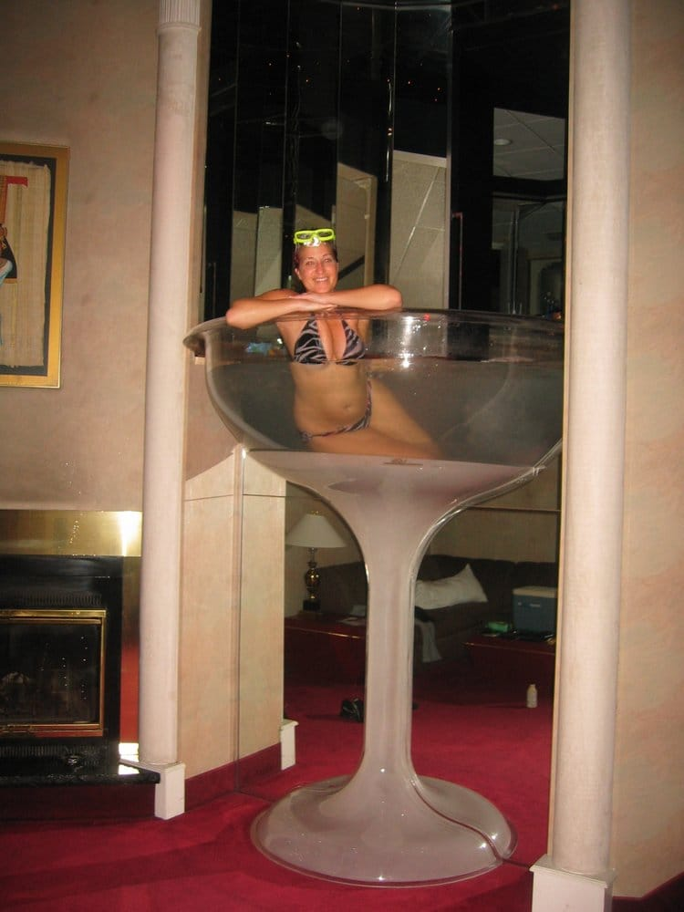 Seven Foot Tall Champagne Glass Hot Tub In The Cleopatra