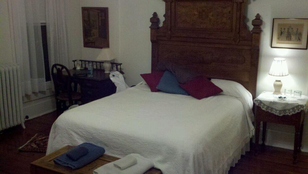 Bailey House Bed & Breakfast: 112 N Water St, Georgetown, OH