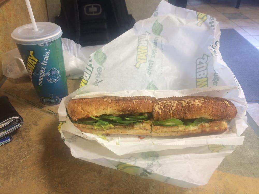 Subway: 2424 University Avenue, Windsor, ON