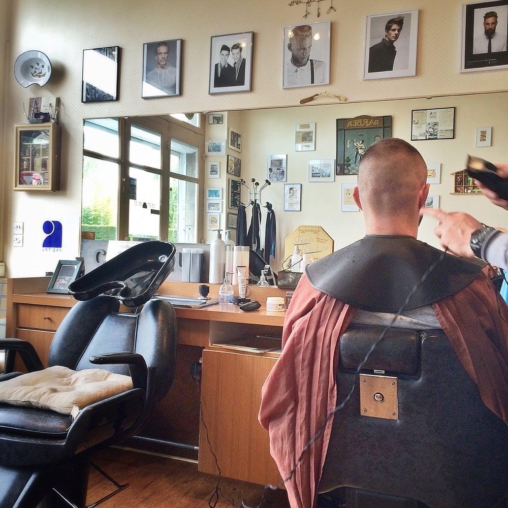 Au fil du rasoir coiffeurs salons de coiffure 21 rue for Samantha oups au salon de coiffure
