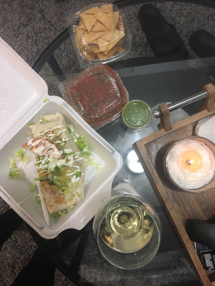 El Mirador Restaurant: 124 1st St, Elizabethport, NJ