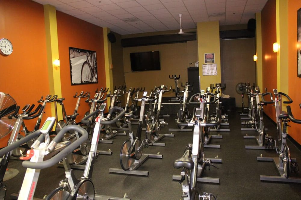 Gold's Gym: 21625 Red Rum Dr, Ashburn, VA