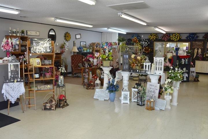 Sarah's Busy Bee Florist & Boutique: 505 N Broadway, Portland, TN