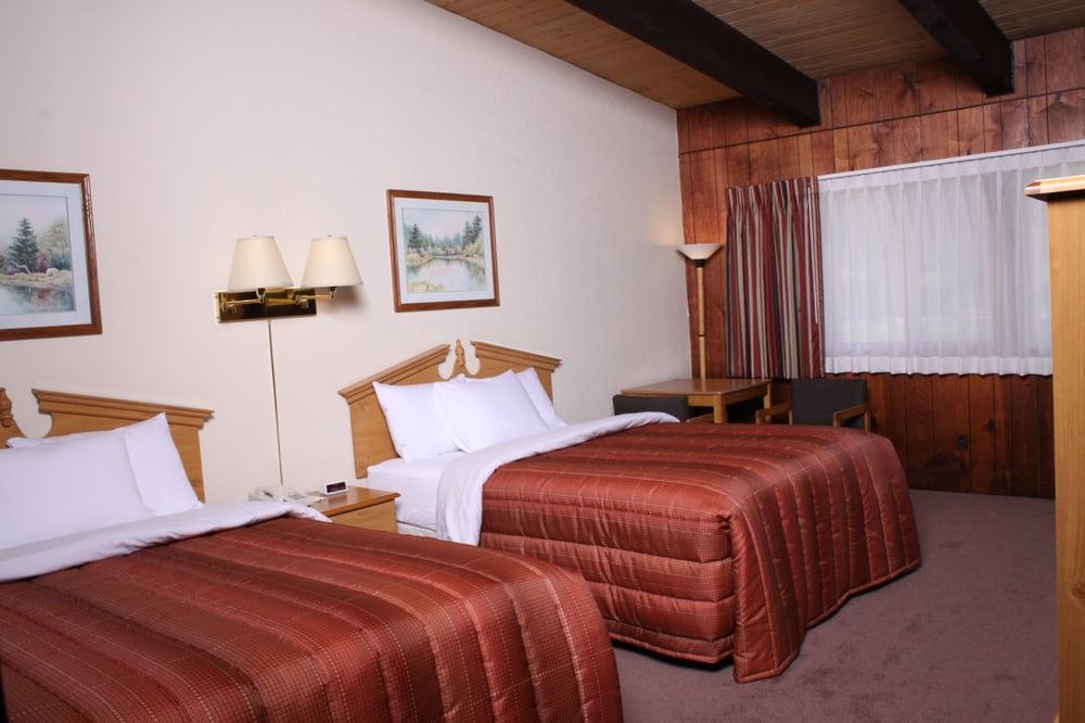 Acorn Lodge & Hotel: 10370 Main St, Boulder Junction, WI