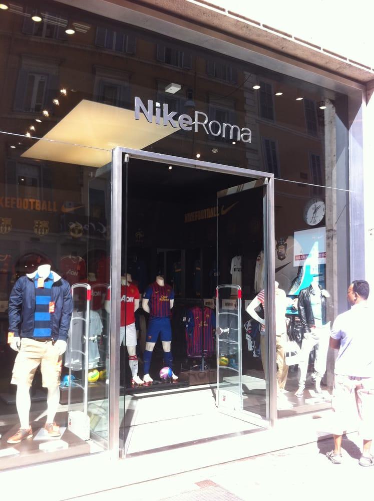 Nike store abbigliamento via del corso 478 centro for Corso roma abbigliamento