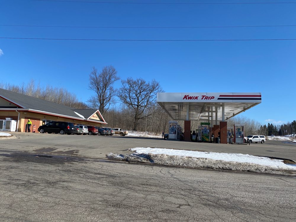 Kwik Trip: 500 Cherry St, Mosinee, WI