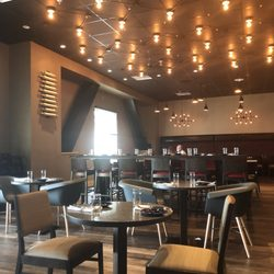 Photo Of Doe S Eat Place Biloxi Ms United States Main Dining Area