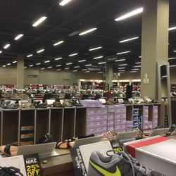 dsw designer shoe warehouse 16 photos shoe stores 4431 corbett