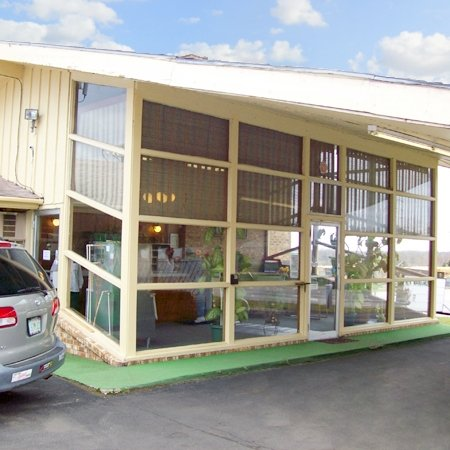 Townsman Motel: 1112 E Main St, Independence, KS