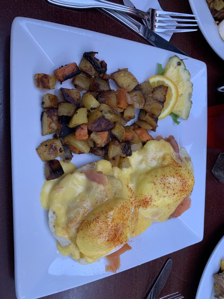 Red Rooster's Cafe: 206 W Ferry St, Salina, OK