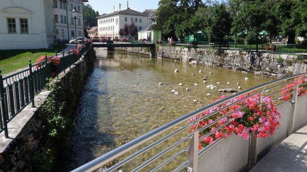 Mercedesbrücke Landmarks Historical Buildings Kurpark