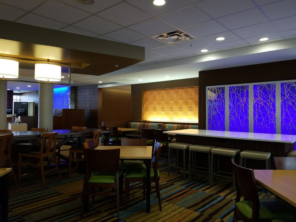 Fairfield Inn & Suites by Marriott Cambridge: 8700 Dozer Rd, Cambridge, OH