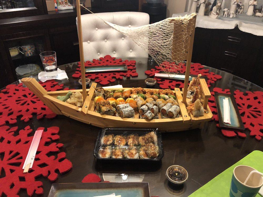 Sakana Sushi Asian Fusion Restaurant: 434 Town Ctr, New Britain, PA