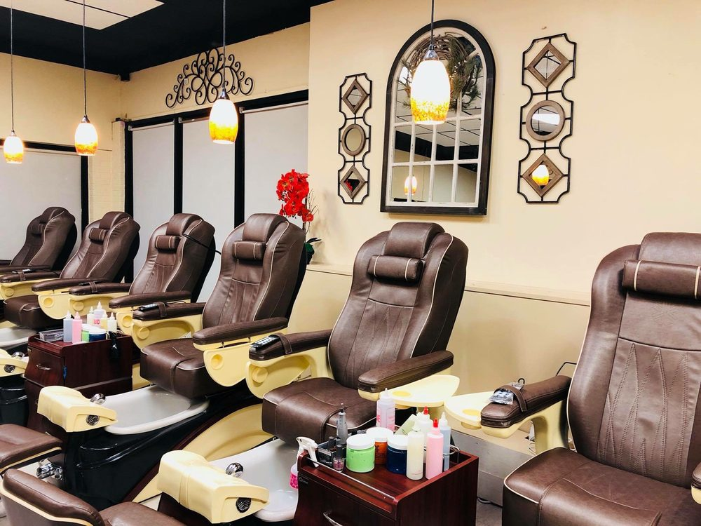 Victoria Nails & Spa: 783 N Church St, Hendersonville, NC