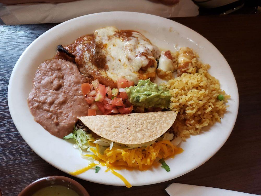 Morelia Mexican Cafe: 608 W Alamo St, Elgin, TX