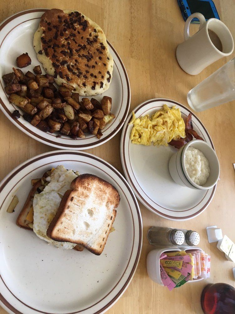 Dusty's Diner: 3 North St, Marcellus, NY