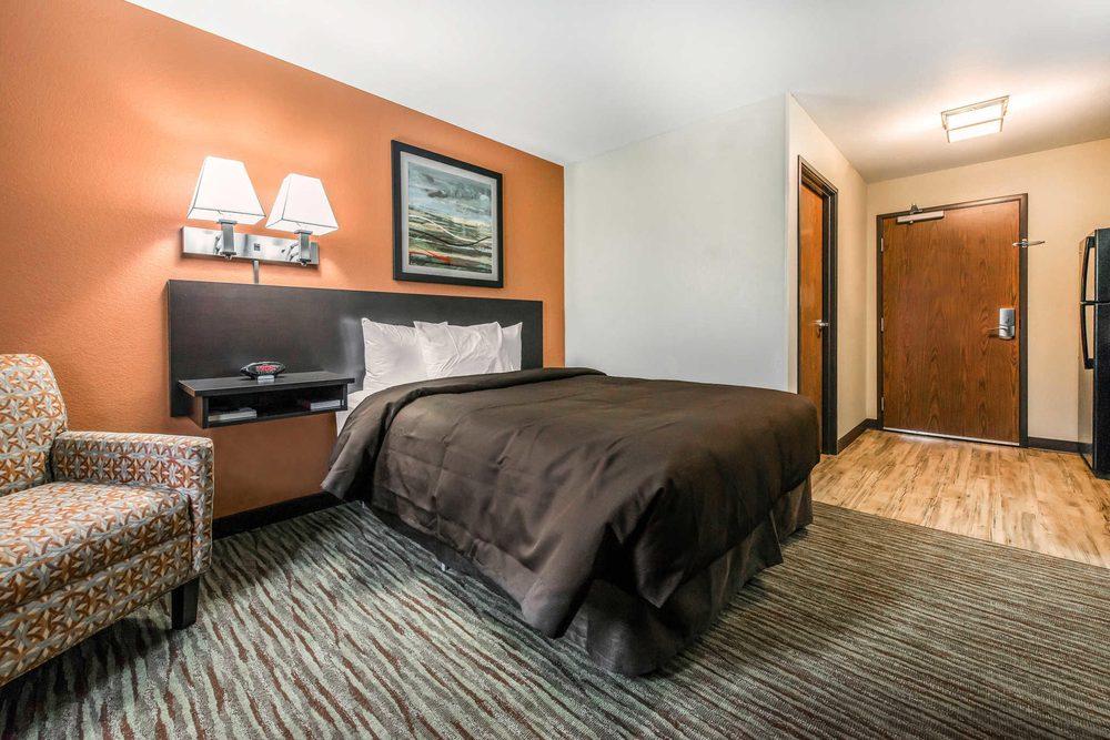 Suburban Extended Stay Hotel: 975 Sheffield St, Washington, PA
