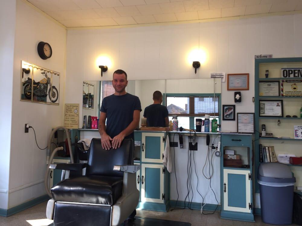 Leo Moss' Barber Shop: 311 N Railroad St, Palmyra, PA