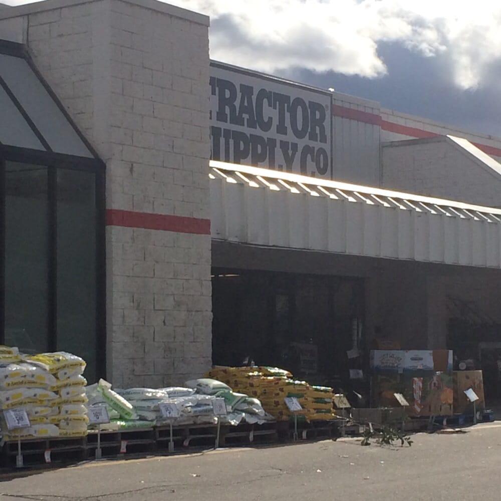Tractor Supply: 515 Daniel Webster Hwy, Merrimack, NH