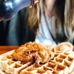 2 Dame S En And Waffles