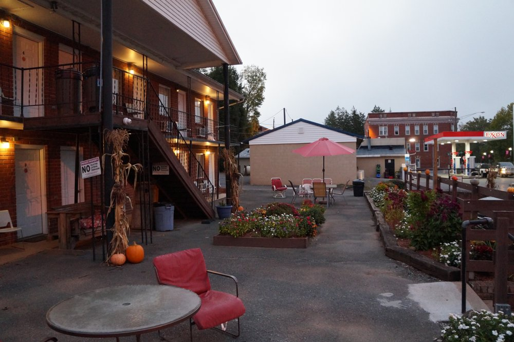 Riverview Motel: 102 W Riverview Ave, Alderson, WV
