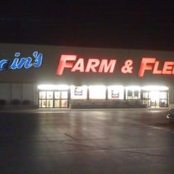 fe2dbaf31 Blain's Farm & Fleet - 31 Avis - Pneus - 2701 N Cunningham Ave ...