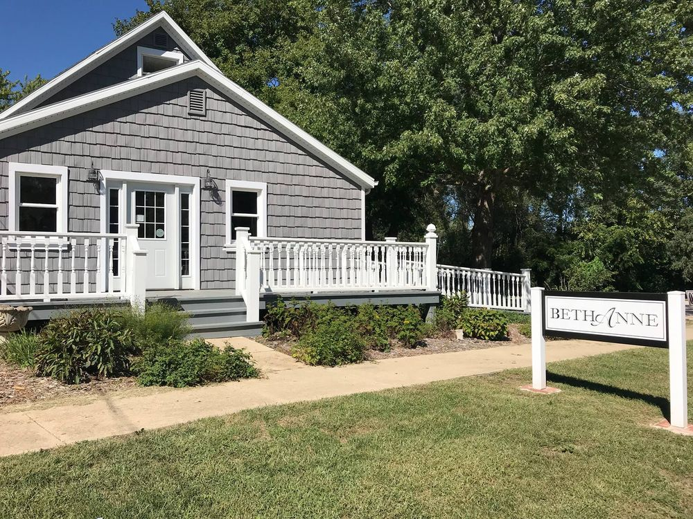 BethAnne: 206 N Main St, Mackinaw, IL