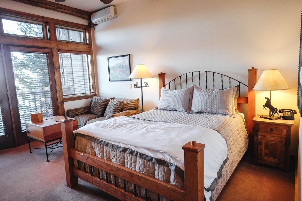 Taharaa Mountain Lodge: 3110 S St Vrain Ave, Estes Park, CO
