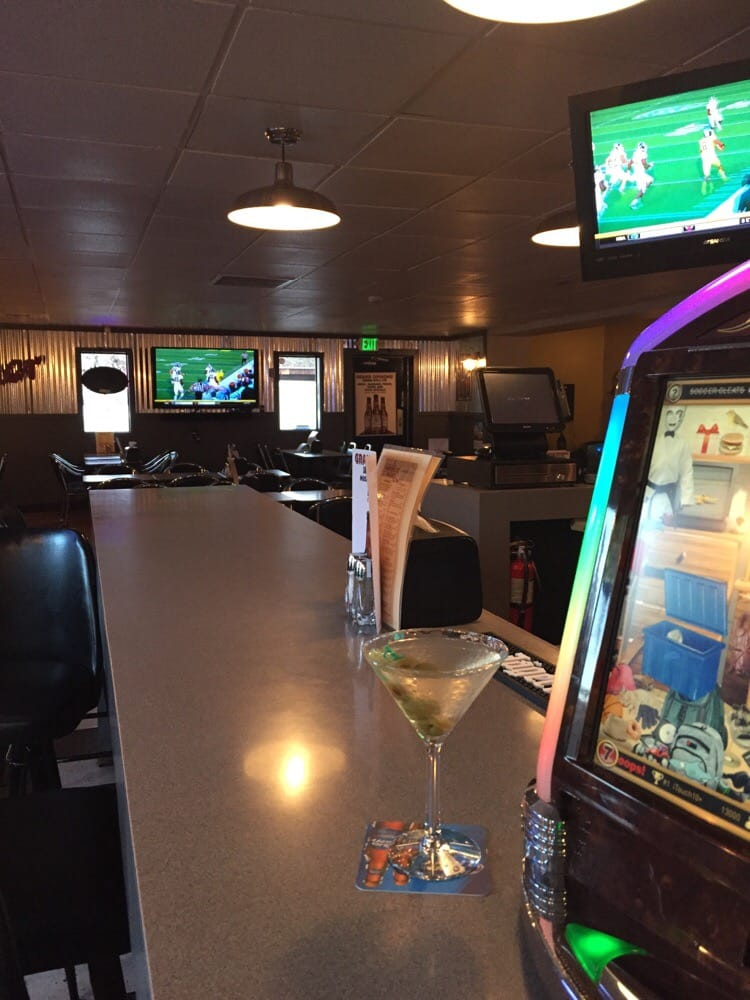 Warehouse Sports Bar and Grill: 402 S 11th Ave, Yakima, WA