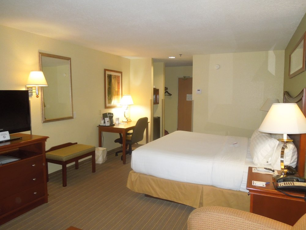 Holiday Inn Express - Hurricane: 4218 State Rt 34, Hurricane, WV