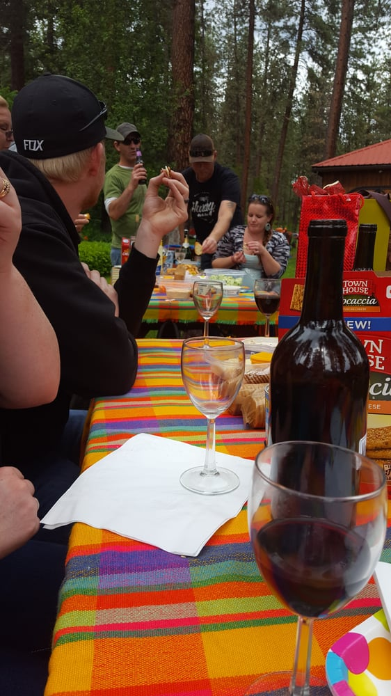 China Bend Vineyards: 3751 Vineyard Way, Kettle Falls, WA