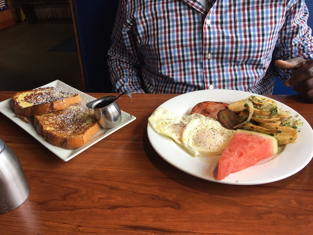 Eggspectation: 1609 Village Market Blvd SE, Leesburg, VA