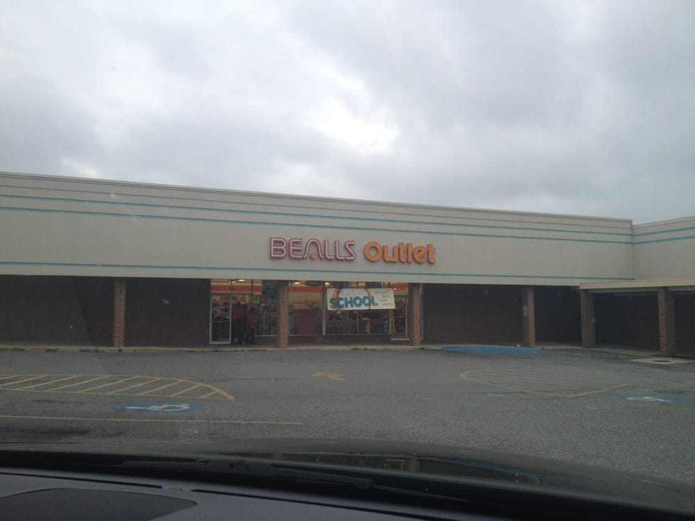 Beall's Outlet: 102 8th St, Helena, GA