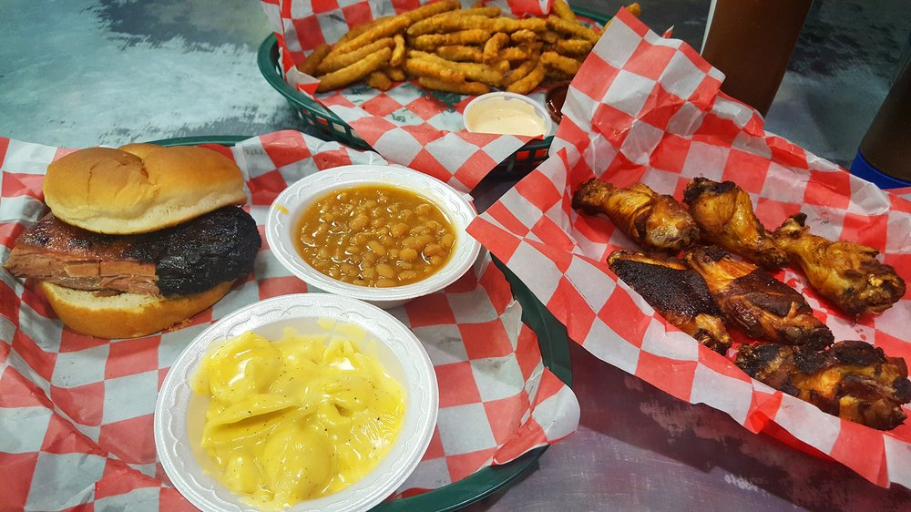 Smoky's House BBQ: 300 W Lincoln Ave, Charleston, IL
