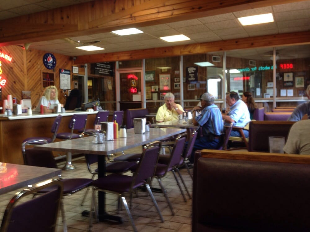 Sale Barn Cafe: 8424 E Hwy 24, Manhattan, KS