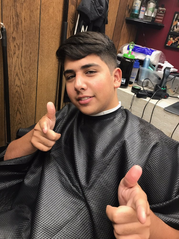 Carsons Barber Shop 21 Photos 16 Reviews Barbers 427 S Mill