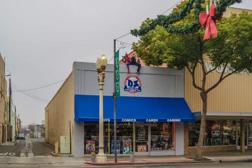 D J's Collectible Shoppe: 214 N Irwin St, Hanford, CA
